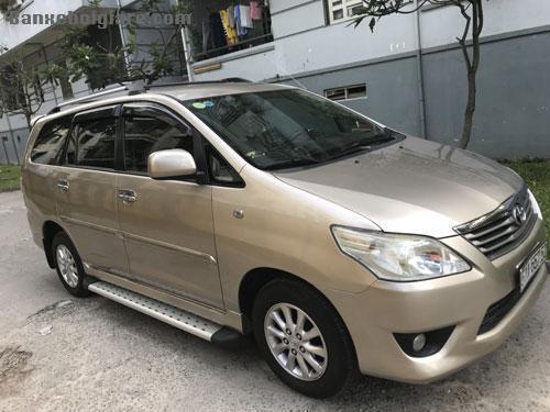 Cần bán xe toyota innova sản xuất 2014. Xe 7 chỗ, màu bạc, xe nhập