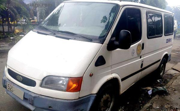 Bán xe Ford Transit xe nhập màu trắng 9 chỗ,đời 2000 xe nhập