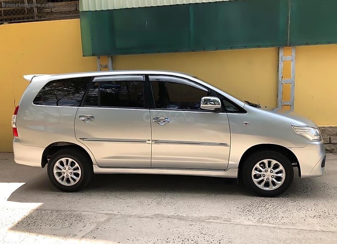 Bán xe Toyota Innova 7 chỗ, đời 2014, màu bạc,