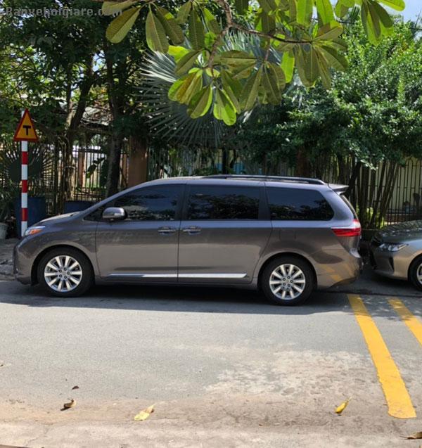 Cần bán Toyota 8 chỗ .Biển số Tp.HCM Sienna Limited ,sản xuất 2014 đk 2015