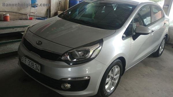 Cần bán xe nhà Kia Rio MT 6 số, màu bạc đời 12/2015